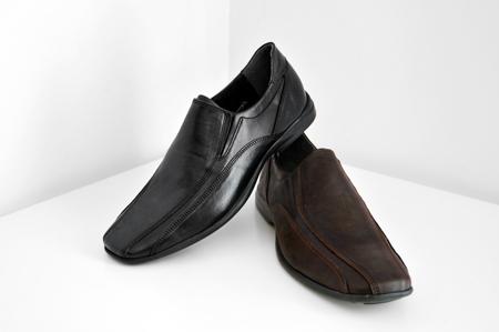 καφέ και μαύρο καθημερινό παπούτσι